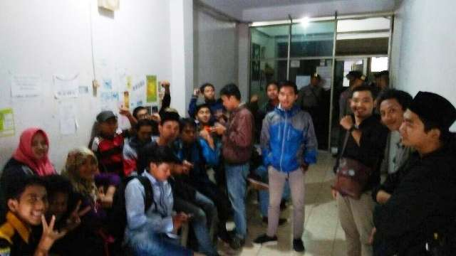 Ingin Demo Kedatangan Jokowi, Puluhan Aktivis Universitas Muhammadiyah Dikurung di Ruko