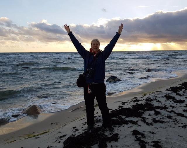 Bornholm mit Kindern im Herbst. Teil 2: Ankommen auf der Sonneninsel des Nordens. Auf Küstenkidsunterwegs erzähle ich Euch von der Ankunft in Rönne, der ersten Fahrt über die dänische Insel, unserem Ferienhaus, dem ersten Gang zum Strand und vor allem vom Gefühl des Ankommens auf Bornholm.