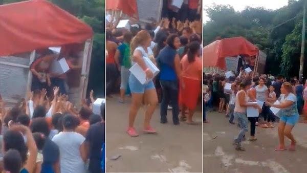 Pobladores saquean camión con despensas PRIÍSTAS, en el Estado de Chiapas.
