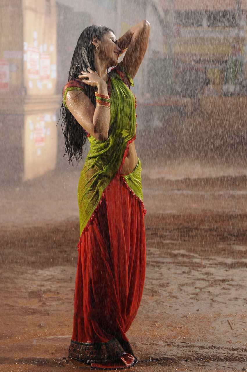 Shruti Hasan Hot First look Stills From Gabbar Singh