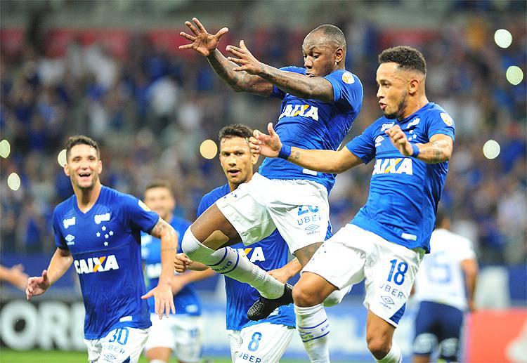 Pra lavar a alma  Cruzeiro goleia e se mantém vivo na Libertadores ... 463acadb9a416