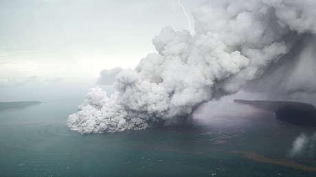 URGENTE: Reportan nuevas explosiones del volcan krakatoa de indoensia.