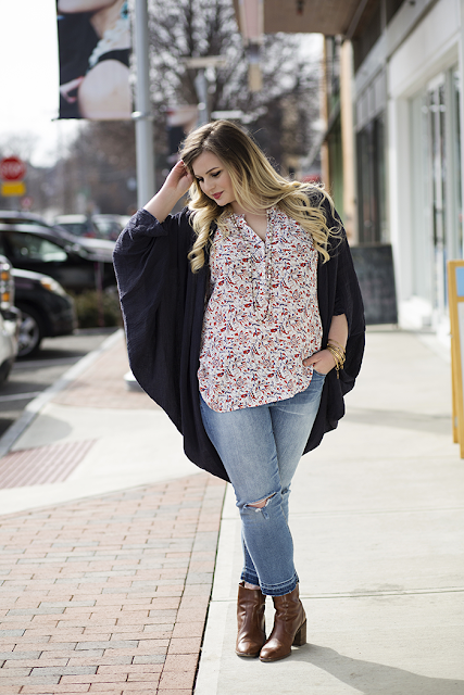 ku de ta spring summer photoshoot sasha dale photography gentle fawn aspire top eis perisian night cape dittos gigi crop mid rise la vie parisenne bangles an old soul necklace madewell booties shop the street chestnut hill boson blogger fashion blogge