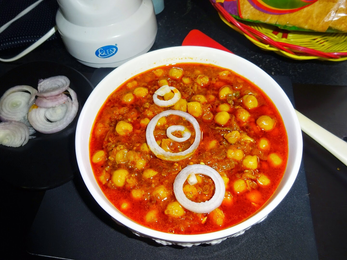 http://vegindiancooking121212.blogspot.in/2014/09/chole-masala-chickpeas-indian-curry.html