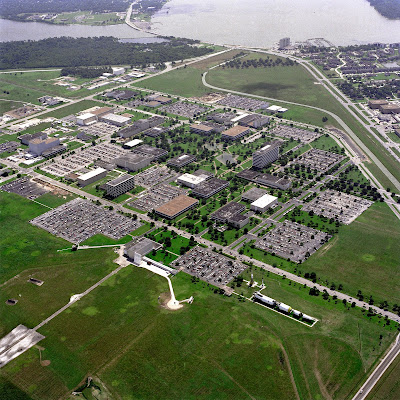 http://upload.wikimedia.org/wikipedia/commons/f/f0/Aerial_View_of_the_Johnson_Space_Center_-_GPN-2000-001112.jpg