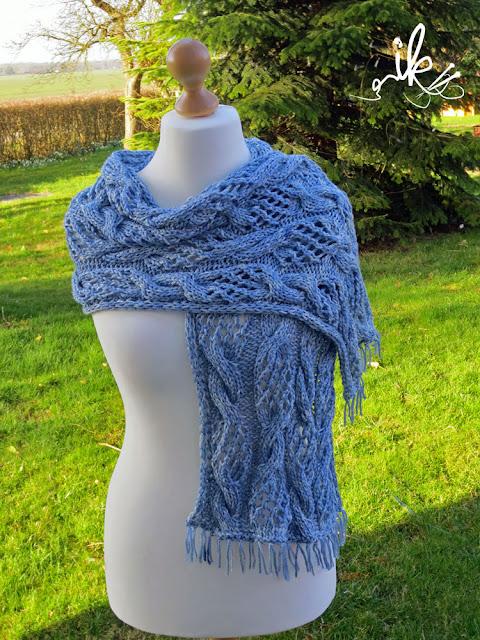 Schal mit Lace- und Zopfmuster stricken