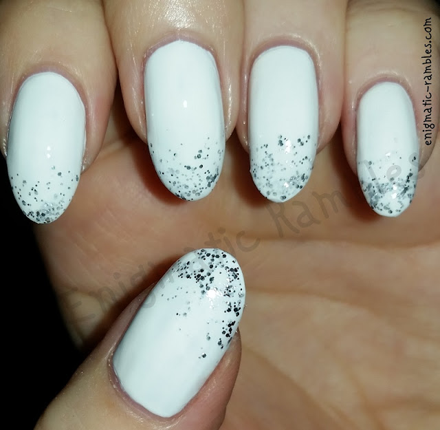winter-glitter-gradient-nails-nail-art