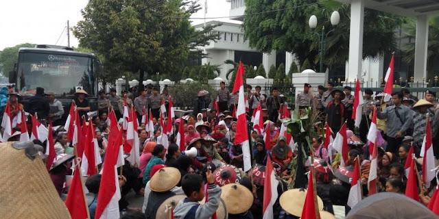 Jalan Kaki Sejauh 150 Kilometer Ke Semarang, Warga Rembang Minta Polisi Mengawal