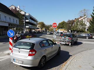 Einmündung der Buchendorfer in die Münchner Straße in Gauting