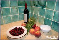 Recette d'été : les pêches au vin rouge et à la menthe fraîche.