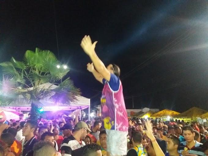 CAXIAS: No meio da multidão, Prefeito Fábio Gentil se despede junto com os caxienses do Carnaval 2017
