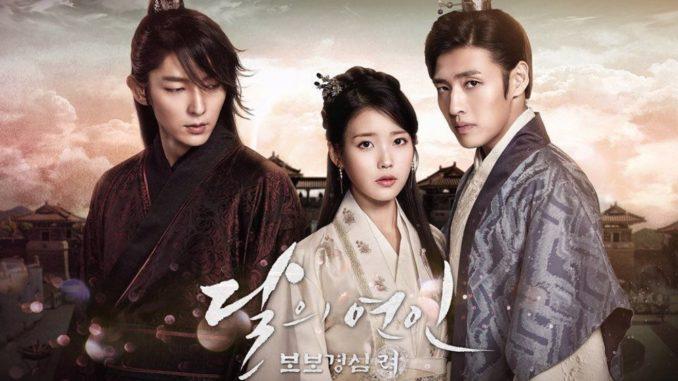 """Drama Korea (Moon Lovers Scarlet Heart Ryeo Sub Indo) ini diadaptasi dari Novel China yang berjudul """" Bu Bu Jing Six"""" yang ditulis oleh Tong Gua yang dipublikasikan secara online pada tahun 2005. Drama ini mengambil waktu pada awal Dinasti Rezim Goryeo, yang dimana wanita bernama Hae Soo (IU) adalah seorang gadis berusia 25 tahun dari era modern yang kembali pada era Dinasti Goryeo dan terperangkap dalam konflik dan perjuangan pangeran didalam istana. Disana, ia jatuh cinta dengan Wang-So / King Gwangjong (Lee Joon Ki) yang merupakan salah satu orang yang paling ditakuti pada era tersebut."""