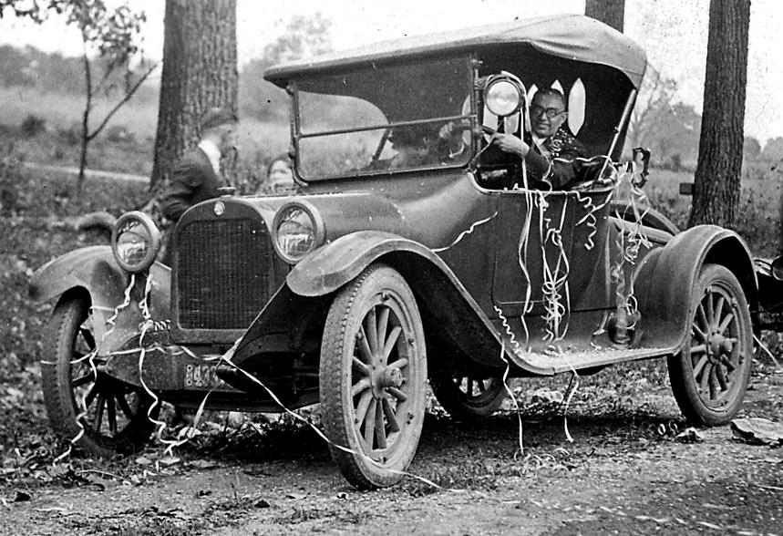 18 Fun Just Married Wedding Car Ideas   weddingsonline  Vintage Just Married