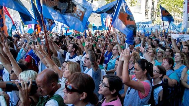 Maestros argentinos inician huelga para reclamar mejores salarios
