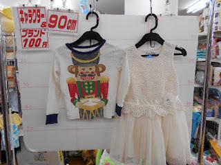 100円子供服90㎝のおさるさんTシャツと白いワンピース