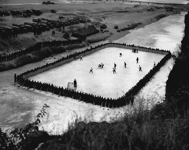 Kore Savaşında Sıkılan Kanadalı Askerlerin Buz Hokeyi Maçı