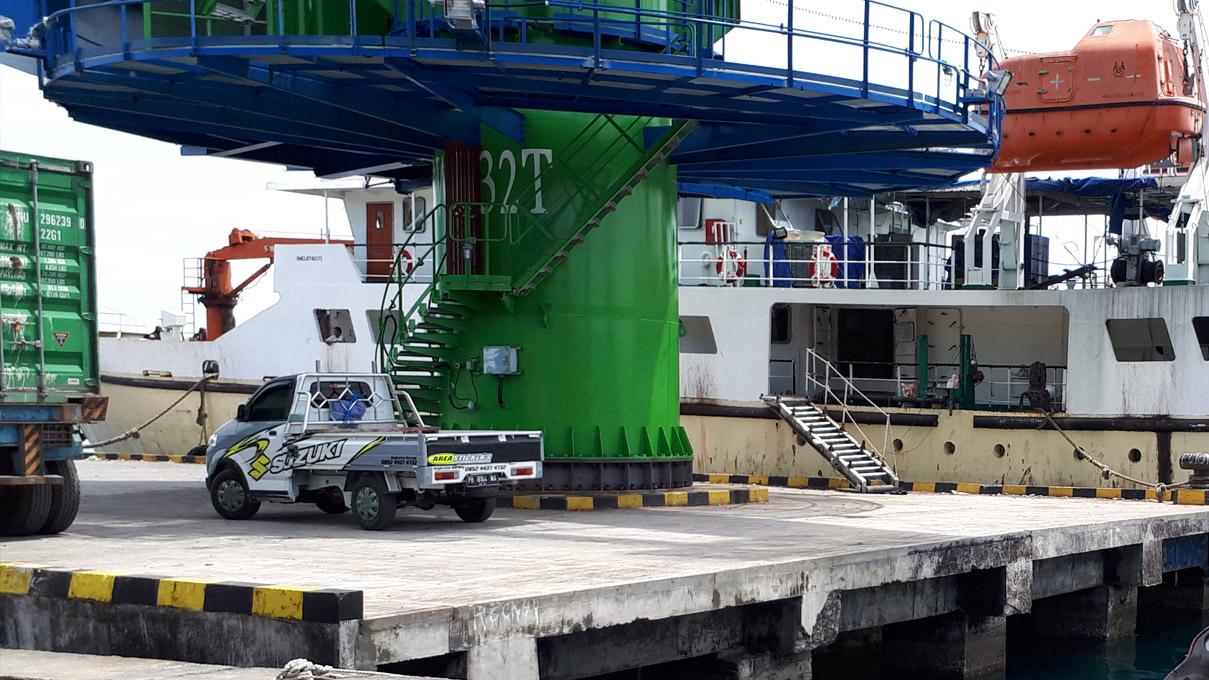 Instalasi di Pelabuhan Manokwari, Papua