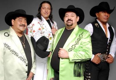 Foto de Grupo Bronco sonriendo