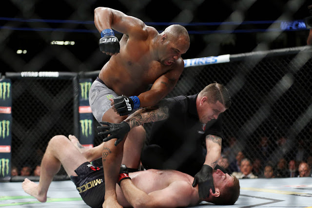 Daniel Cormier knocks out Stipe Miocic for heavyweight title