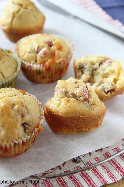 Muffin con pancetta, noci e parmigiano reggiano