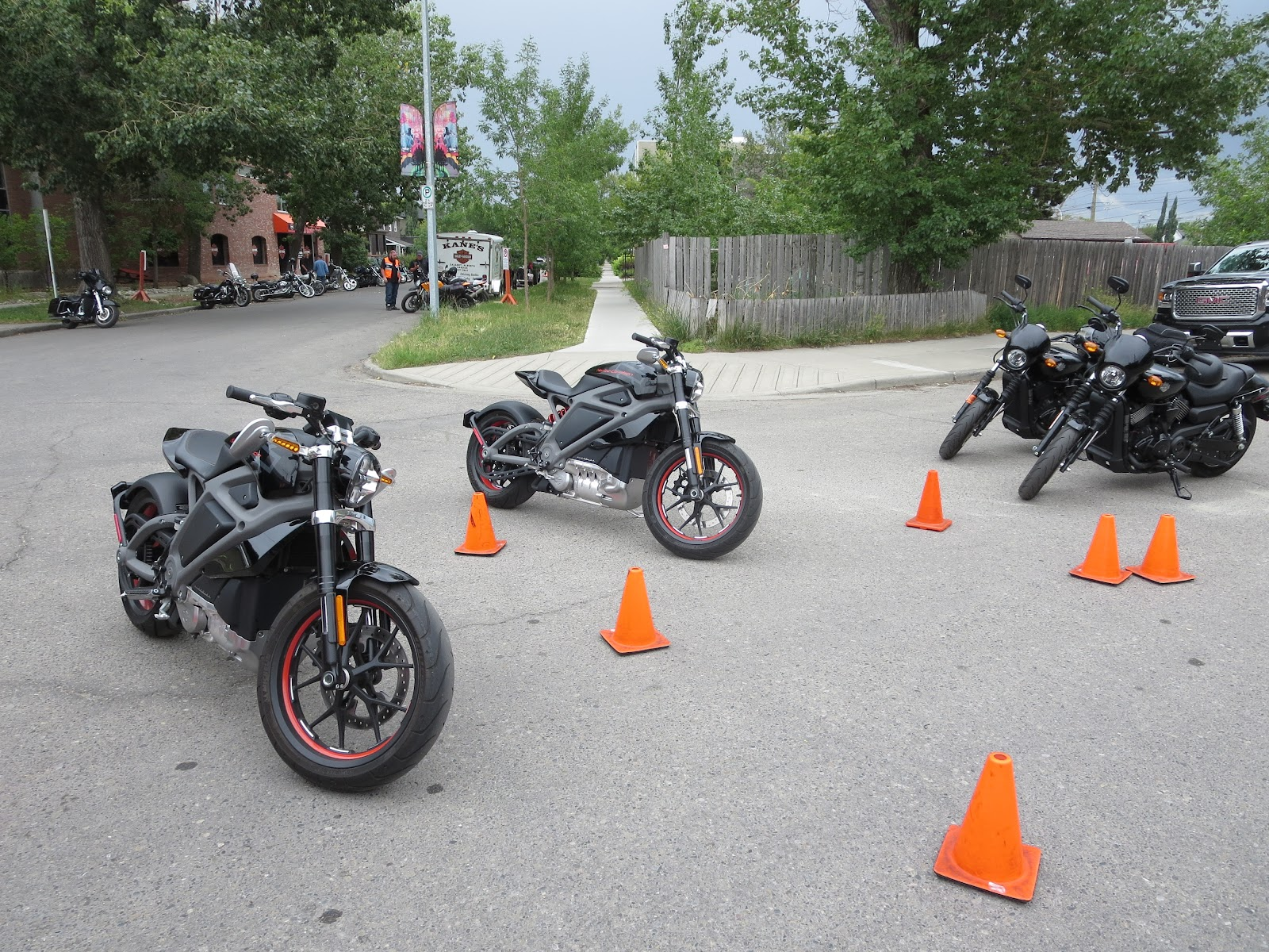 Astonishing Oddbike Oddbike Road Test Harley Davidson Livewire Caraccident5 Cool Chair Designs And Ideas Caraccident5Info