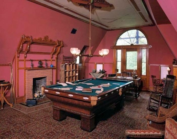 Workspaces Of The Greatest Artists Of The World (38 Pictures) - Mark Twain, author and humorist