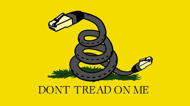 Adaptación de la bandera de Gadsden en contra de la pérdida de la neutralidad de red (Reddit)