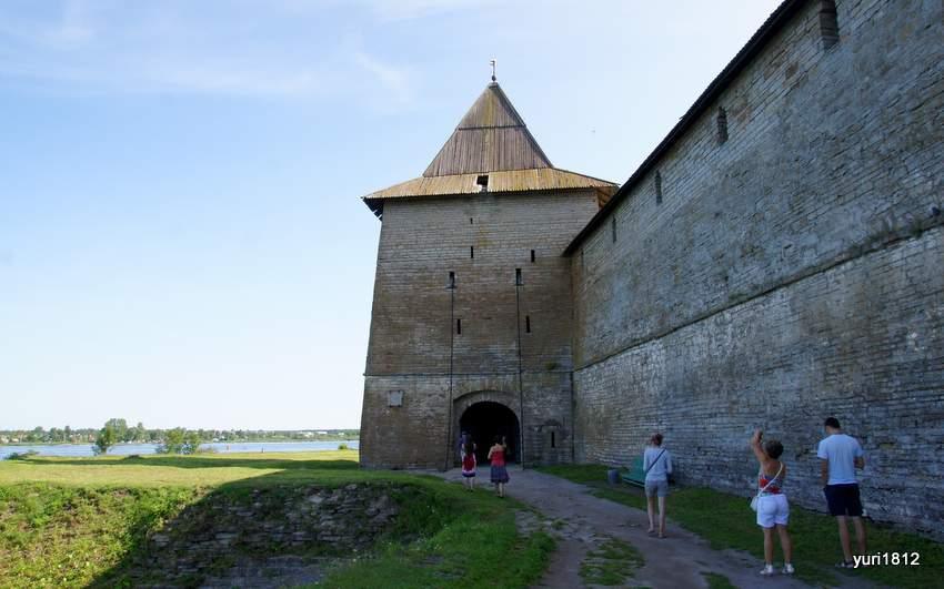 Вход в крепость. Государева (Воротная) башня
