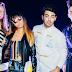 """DNCE faz cover BEM inusitado de """"Work"""", da Rihanna, e aparece em música nova da Hailee Steinfeld"""
