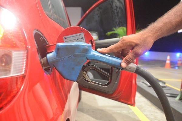 Petrobras eleva em 1,98% preço médio da gasolina nas refinarias, para R$ 1,6865