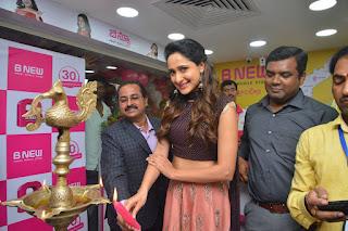 pragya jaiswal bnew mobile store launch 07