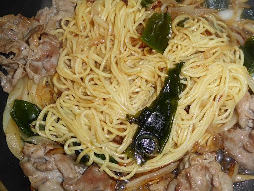 冷し中華を冷やさない!『五木食品のおいしい冷し中華・レモン風味スープ』を(加熱調理)炒めてみました!