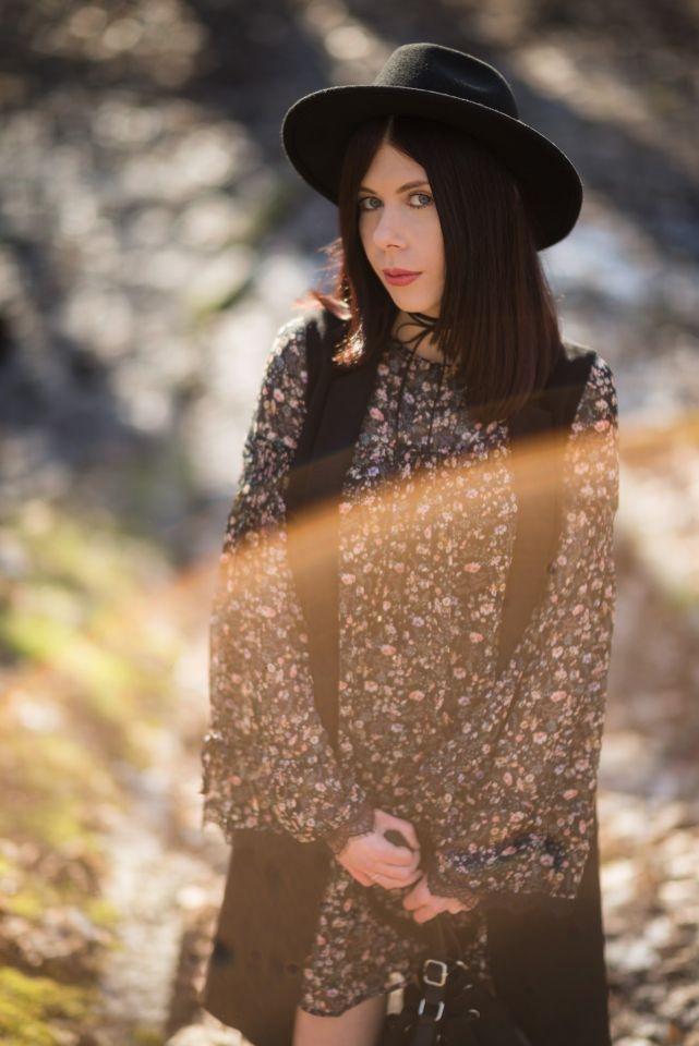 Bell sleeves | rękaw dzwon | rozkloszowane rękawy | rękaw typu dzwonek | jak nosić szerokie rękawy | styl boho | blogerka boho | stylizacja z kapeluszem | styl gypsy | blog modowy | blog szafiarski | blog o modzie | blogerka z Łodzi