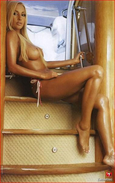 Лера Кудрявцева засветила грудь
