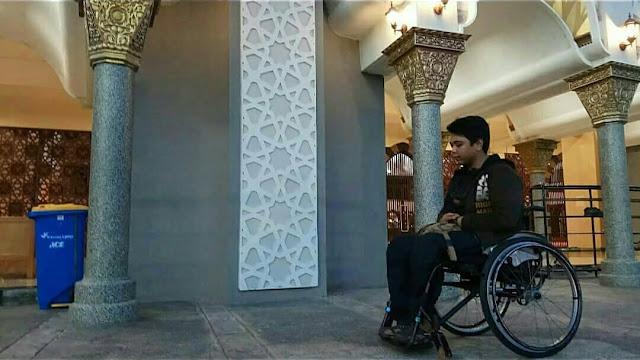 Dibilang Tak Suci, Disabilitas Ini Diusir dan Disuruh Shalat di Luar Masjid Raya Sumbar