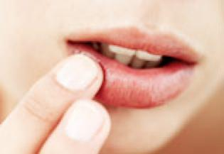 Cracked Lips ke gharelu nuskhe aur upay. phate huye hontho ko theek karne ke tarike. Home Remedies for cracked lips in Hindi/Urdu.
