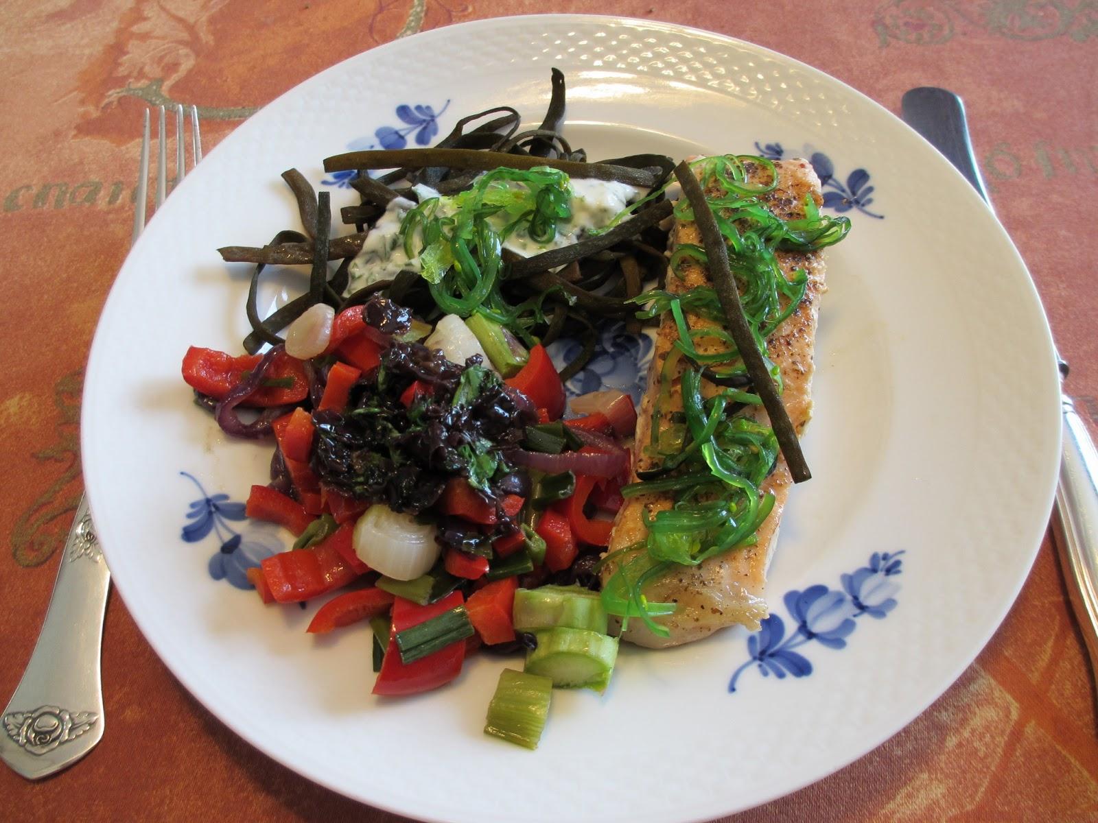 Bedstemors TangMad: Ristet laks med wakame, tangspagetti Tagliatelle og grøntsager med tangsalat