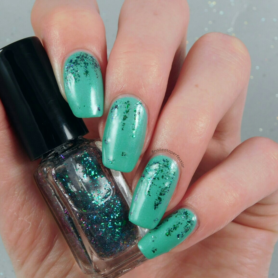 B Nailed To Perfection: 40 Great Nail Art Ideas: Mint and dotting tools
