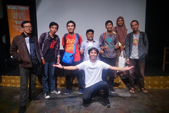 Foto bareng travel blogger dan kedua pemateri dari Natgeo Indonesia & Fotokita.net