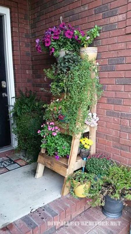 escalera para poner plantas hecha con