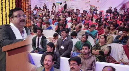 छात्राएं 5 घंटे भूखी-प्यासी बैठी रहीं, देर से आए स्कूल शिक्षा मंत्री | MP NEWS