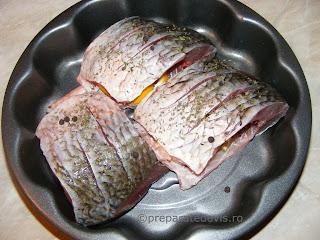 Preparare peste in sos tomat la cuptor retete culinare,