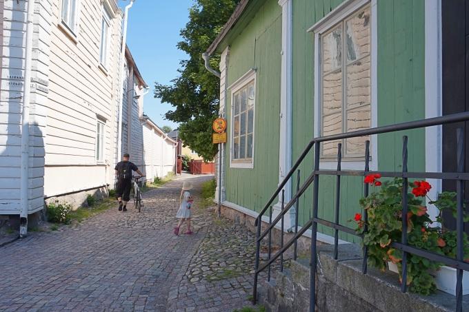 J.L. Runebergilla risteily Porvoosta Helsinkiin lasten kanssa / vanha Porvoo