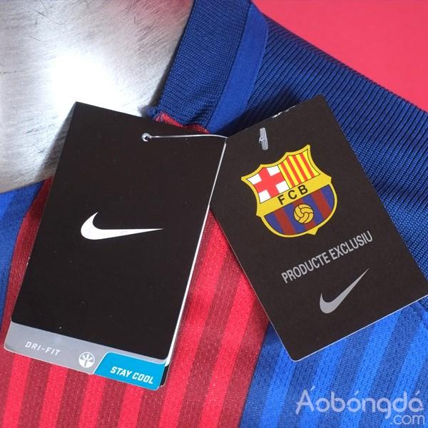Những chi tiết trên áo bóng đá siêu cấp không Logo Barcelona sân nhà 2016/17 được gia công rất cẩn thận