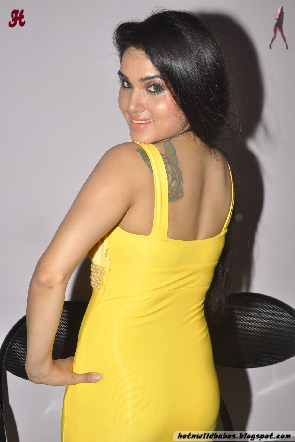 Kavya Singh Exposing Her Boobs In A Yellow Gown - Hot N -2875