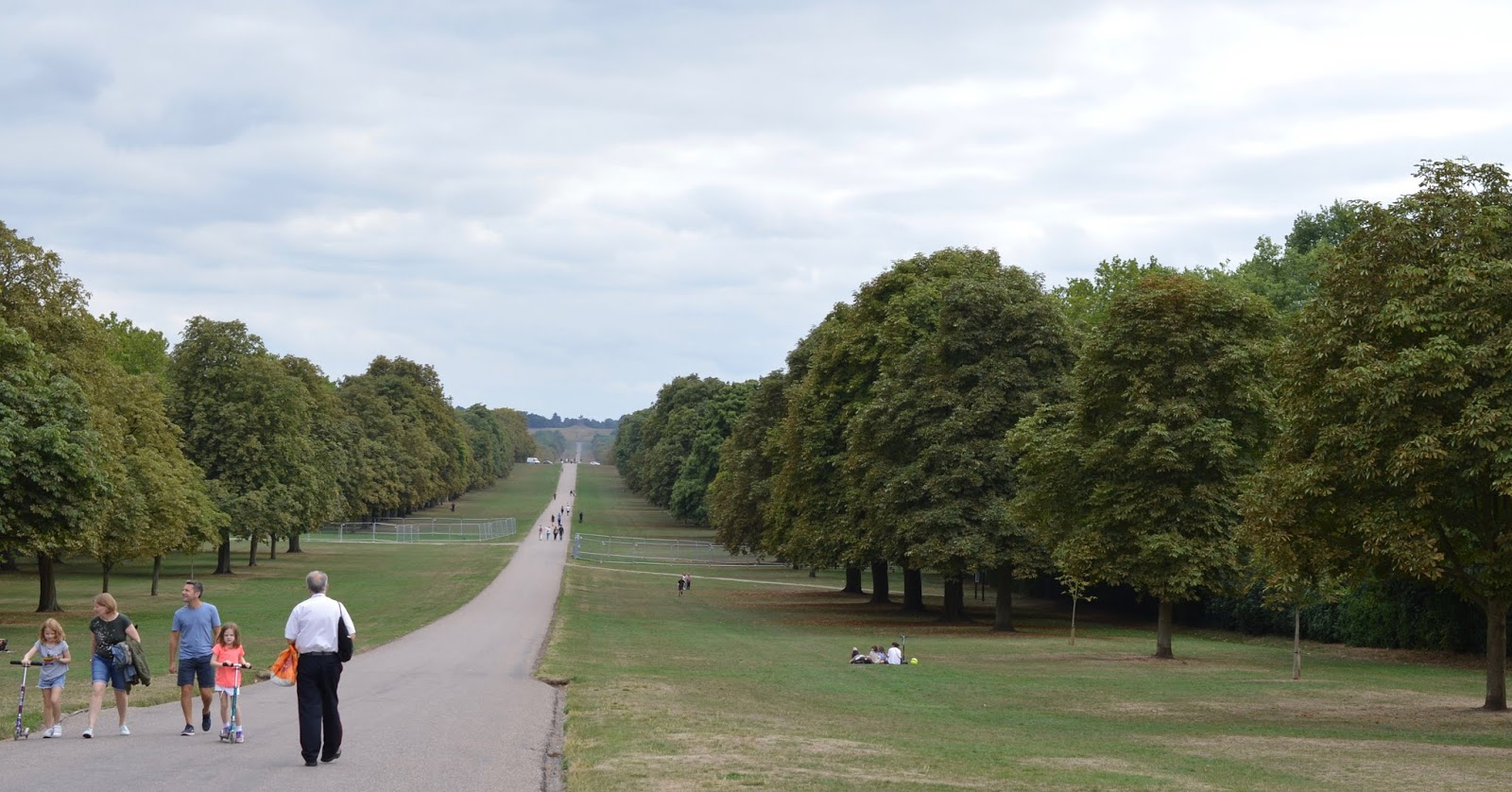 A Short Stay in Windsor with Kids  - the long walk