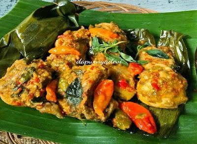 https://rahasia-dapurkita.blogspot.com/2017/09/resep-cara-membuat-pepes-ayam-kemangi.html