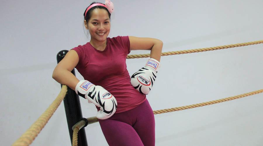 cewek cantik dan manis Jenny Cortez legging ketat nyplak