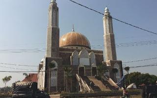 foto masjid Dr H Moeldoko Jombang