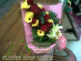 bunga tangan gerbera plus lily
